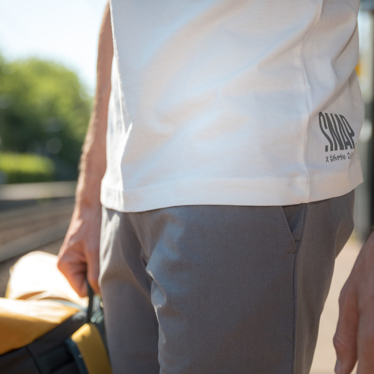 detail chino gris homme